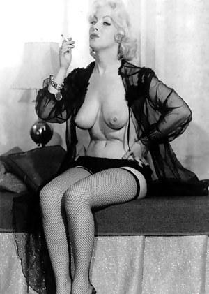 Free MILF Smoking Porn Pictures